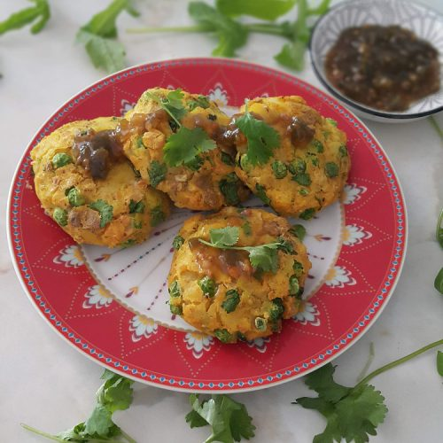 potato and chickpea cakes open sauce